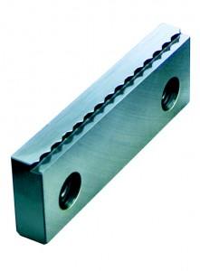 Mit Röhm-SKB-Krallenbacken lassen sich Roh- und Sägeteile auf einer Spanntiefe von 2 Millimetern sicher spannen.