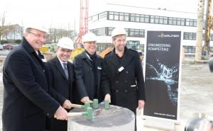Von links nach rechts: Landrat Joachim Walter, Mirko Merlo, Vorstandsvorsitzener der Walter AG, Mathias Hähnig vom ausführenden Architektenbüro Hähnig Gemmeke und Tübingens Oberbürgermeister Boris Palmer.