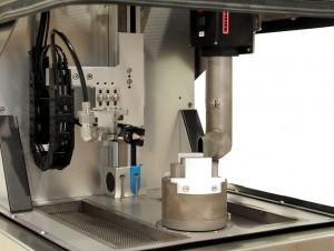 Die Prozessparameter wie Volumenströme für Druckluft und Kohlendioxid sowie Strahlzeit werden exakt auf die jeweilige Applikation abgestimmt. Je nach Folgeprozess kann auch eine Re-Temperierung des Bauteils integriert werden.
