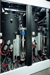 Durch die stehend angeordneten und strömungsoptimierten Medienbehälter ermöglicht die EcoCWave in neuer Zweitank-Ausführung eine höhere Reinigungsqualität bei gleichzeitig verlängerter Badstandzeit.