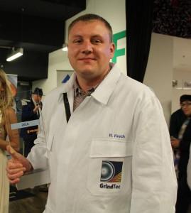 """Roberto Krech von der Weisskopf Werkzeuge GmbH hat auf der GrindTec den Wettbewerb """"Werkzeugschleifer des Jahres 2016"""" für sich entschieden."""