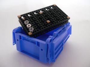 Die individuell anpassbaren Trays ermöglichen die Lagerung und den Transport auch von sensiblen und anspruchsvollen Bauteilen.