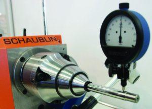 Mit dem SRS System lassen sich SCHAUBLIN Spannzangen auf Rundlauffehler unter 2 µm einstellen.