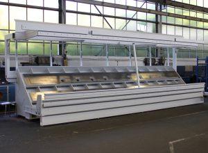 Das generalüberholte und komplett neu lackierte Maschinenbett bildete die Basis für die weiteren Arbeitsschritte.