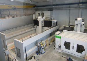 Der Modell- und Formenbauer hat jetzt zwei neue Anlagen von Zimmermann im Einsatz – eine FZ 37 (li) und eine FZ 33 c compact.