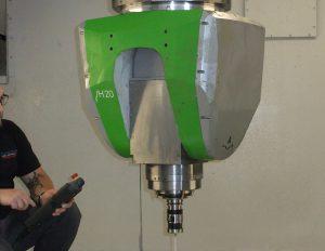 Bei den Maschinen kommen die Zimmermann-Fräsköpfe vom Typ VH 20 zum Einsatz. Durch den symmetrischen Aufbau und die nach unten verjüngte kompakte Bauform besitzt dieser eine geringe Störkontur.
